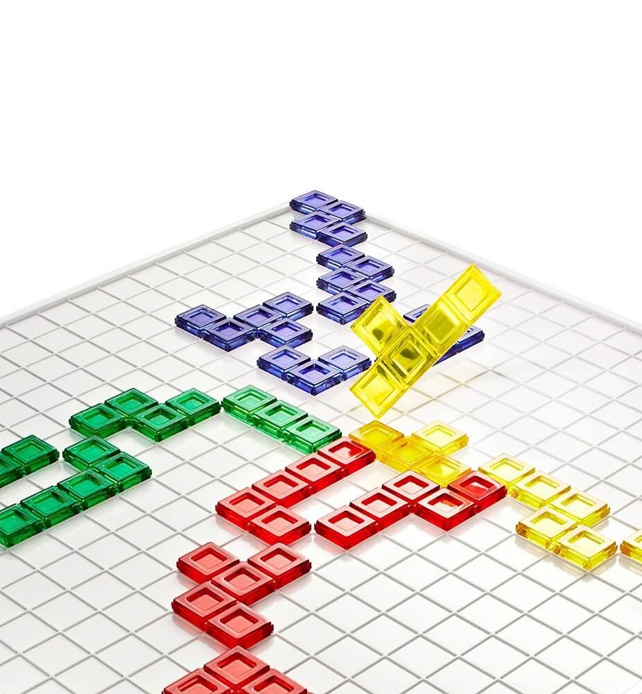 Spielbrett mit Spielsteinen- Blokus