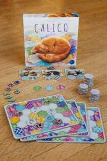 Schachtel und Spielmaterial- Calico