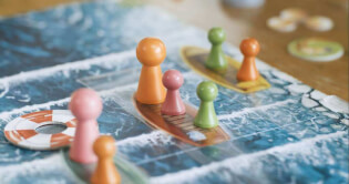 Spielmaterial auf dem Wasser- Krasserfall