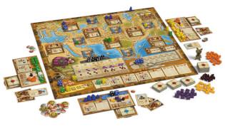 Spielbrett mit Spielfiguren und Spielmaterial- Auf den Spuren von Marco Polo