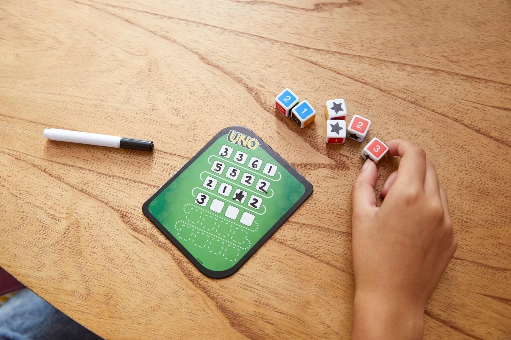 Spielmaterial - Würfel, Stift und Block- UNO - Das Würfelspiel